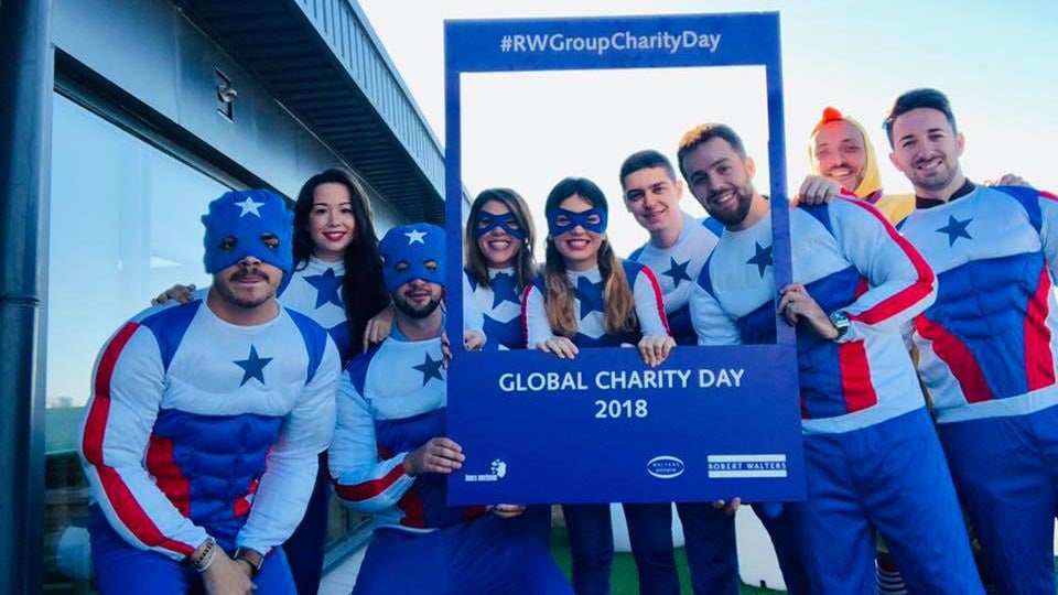 Equipa da Robert Walters disfarçada de super-heróis para o Global Charity Day 2018